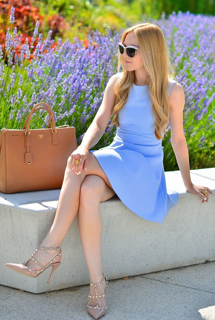 blue dress with beige shoes