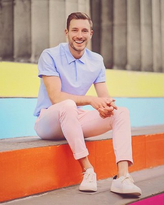 How to wear: light violet polo, pink chinos, beige low top sneakers