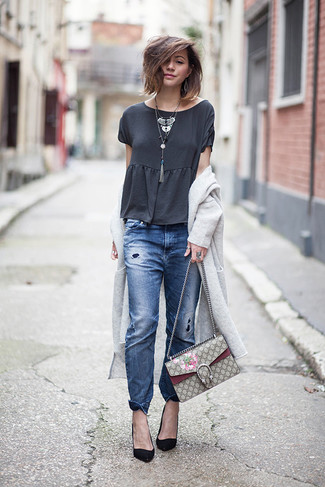 How to wear: grey long cardigan, charcoal crew-neck t-shirt, blue ripped boyfriend jeans, black suede pumps