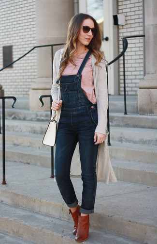 How to Wear Tobacco Leather Ankle Boots: A beige long cardigan and navy denim overalls married together are an ultra covetable outfit for ladies who appreciate cool chic styles. And if you wish to instantly rev up this ensemble with one item, why not complete this look with a pair of tobacco leather ankle boots?