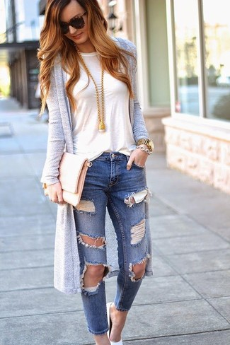 How to wear: grey long cardigan, white crew-neck t-shirt, blue ripped skinny jeans, white leather pumps