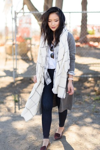 How to wear: grey long cardigan, grey plaid dress shirt, white crew-neck t-shirt, navy skinny jeans