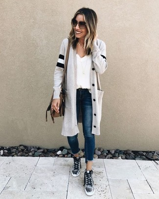 For an outfit that provides comfort and style, team a Caslon Off Duty Long Open Front Cardigan with navy skinny jeans. Want to go easy on the shoe front? Opt for a pair of silver high top sneakers for the day. As you might be rightly thinking, this is also a knockout idea come spring.