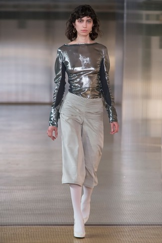 Wear a metallic long sleeve blouse with grey culottes and you'll look like a total babe. Elevate your getup with white leather pumps.