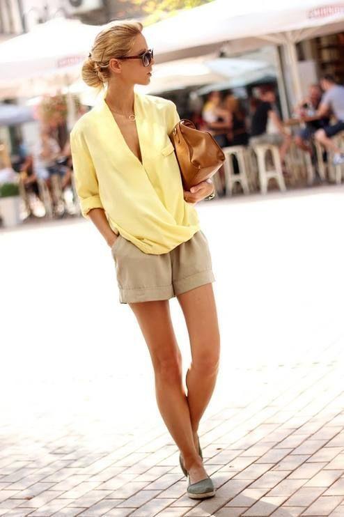 beige shorts kombinieren