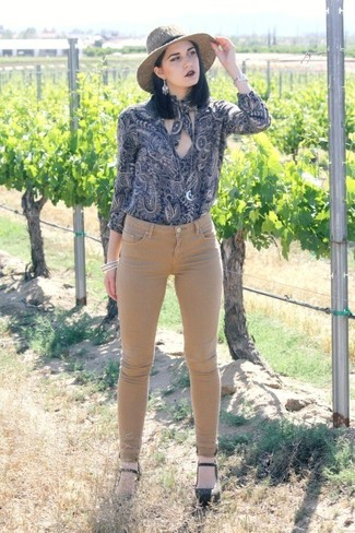 Wear a navy paisley long sleeve blouse and tan skinny jeans for a casual coffee run. Black leather pumps will add elegance to an otherwise simple look.