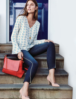 How to wear: white and blue print long sleeve blouse, navy skinny jeans, beige leather pumps, red leather satchel bag