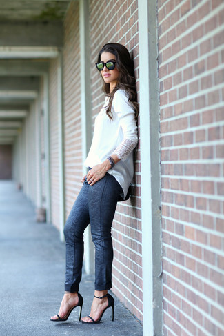 This pairing of a white long sleeve blouse and navy snake skinny pants is chic and yet it looks relaxed and apt for anything. Round off with Dune London women's Ivanna Lace Up Block Heel Sandal and off you go looking great. So if it's a warm weather afternoon and you want to look stylish without putting too much effort, this getup will do the job in no time flat.