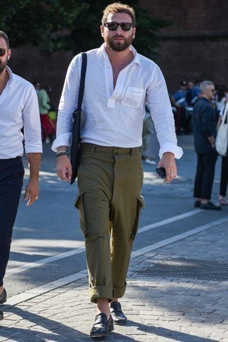 Dark Green Pants with White Shirt Hot Weather Outfits For Men: Make a white shirt and dark green pants your outfit choice for a relaxed and trendy ensemble. For something more on the classier side to complete your outfit, complete your outfit with a pair of black leather loafers.