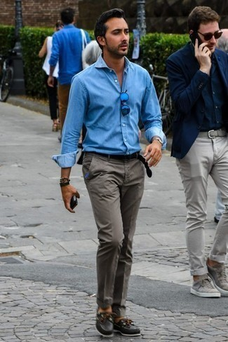 Men's Looks & Outfits: What To Wear In 2020: Why not wear a light blue chambray long sleeve shirt and grey chinos? As well as very comfortable, these pieces look awesome when combined together. Black leather boat shoes complete this ensemble very nicely.