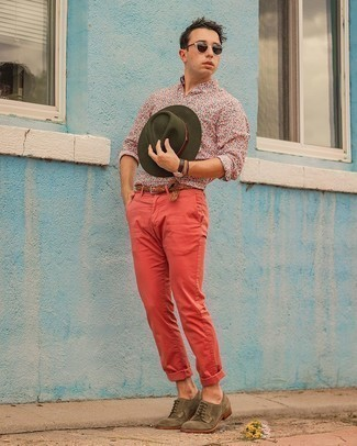 Red Chinos Outfits: A multi colored floral long sleeve shirt and red chinos are absolute menswear essentials if you're crafting a casual closet that matches up to the highest sartorial standards. Tap into some Ryan Gosling stylishness and class up your getup with olive suede derby shoes.