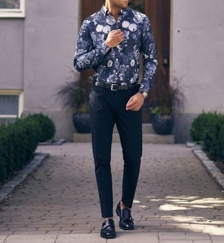 How to Wear a Navy and White Floral Shirt For Men: A navy and white floral shirt and navy chinos are an easy way to inject some cool into your casual fashion mix. Put a different spin on an otherwise standard outfit by wearing a pair of navy leather double monks.