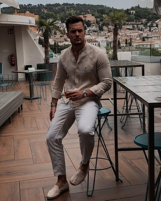 Beige Canvas Espadrilles Outfits For Men: The versatility of a beige linen long sleeve shirt and grey chinos guarantees they'll always be on permanent rotation. Let your sartorial savvy really shine by completing your look with a pair of beige canvas espadrilles.