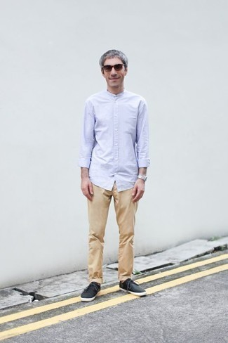 How to Wear Khaki Chinos: Choose a light blue long sleeve shirt and khaki chinos to pull together an extra sharp and modern-looking off-duty outfit. Loosen things up and complement your look with a pair of black canvas low top sneakers.