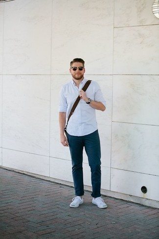 How to Wear White Canvas Low Top Sneakers For Men: Want to inject your wardrobe with some laid-back cool? Choose a light blue long sleeve shirt and navy chinos. White canvas low top sneakers will give a more laid-back finish to an otherwise classic outfit.