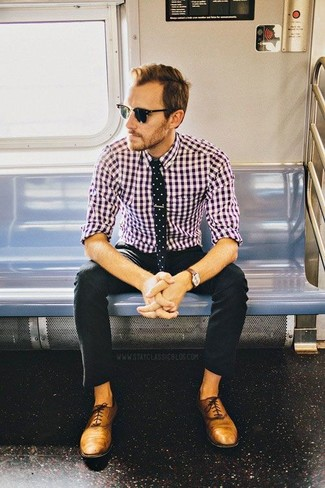 This combination of a purple gingham button-down shirt and black chino pants is perfect for off-duty occasions. Oxford shoes will add a touch of polish to an otherwise low-key look.