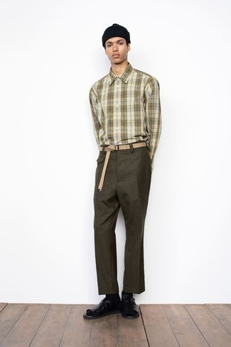 Black Leather Sandals Outfits For Men: An olive plaid long sleeve shirt and olive chinos are both versatile menswear essentials that will integrate wonderfully within your casual wardrobe. Finishing with a pair of black leather sandals is a fail-safe way to bring a hint of stylish nonchalance to this outfit.