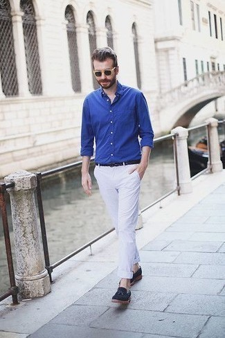 How to Wear Navy Suede Tassel Loafers: Wear a blue long sleeve shirt with white chinos for a no-nonsense ensemble that's also well put together. Feeling transgressive today? Shake things up by rocking a pair of navy suede tassel loafers.