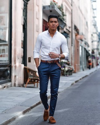 Dress Shoes Outfits For Men: Why not choose a white long sleeve shirt and navy chinos? As well as totally functional, these two items look awesome when worn together. Wondering how to round off this look? Rock a pair of dress shoes to spruce it up.