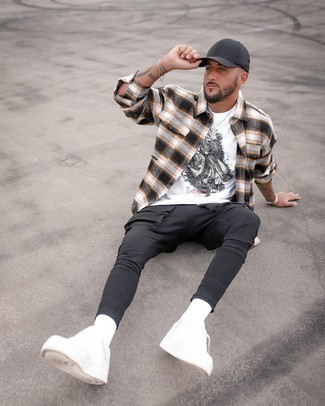 White Print Crew-neck T-shirt Outfits For Men: Consider wearing a white print crew-neck t-shirt and black cargo pants for a modern take on day-to-day ensembles. To bring a bit of fanciness to this outfit, add a pair of white leather low top sneakers to your look.