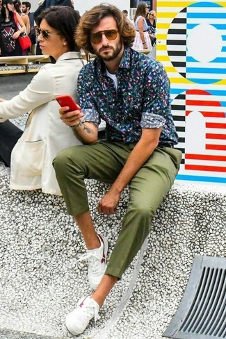 How to wear: navy floral long sleeve shirt, white crew-neck t-shirt, olive chinos, white leather low top sneakers