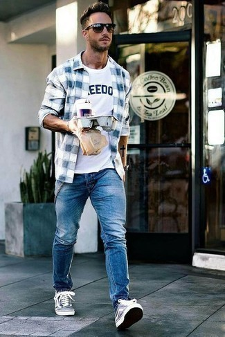 How to Wear a White and Navy Print Crew-neck T-shirt For Men: For a casual look, consider wearing a white and navy print crew-neck t-shirt and blue jeans — these pieces work really well together. On the shoe front, this getup is completed really well with navy and white canvas low top sneakers.