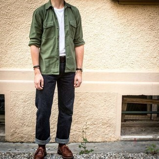Belt Outfits For Men: For something more on the cool and laid-back side, opt for this combination of an olive long sleeve shirt and a belt. To add elegance to your outfit, finish with a pair of brown leather desert boots.