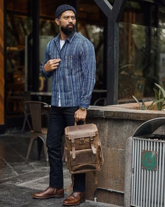 Brown Leather Chelsea Boots with Black Jeans Outfits For Men: Prove everyone that you know a thing or two about menswear by opting for a navy and white print long sleeve shirt and black jeans. A trendy pair of brown leather chelsea boots is an effortless way to add a confident kick to the look.