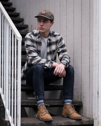Brown Baseball Cap Outfits For Men: Why not marry a beige plaid flannel long sleeve shirt with a brown baseball cap? Both items are totally functional and will look awesome when paired together. If you feel like dressing up a bit, complete this ensemble with brown leather casual boots.