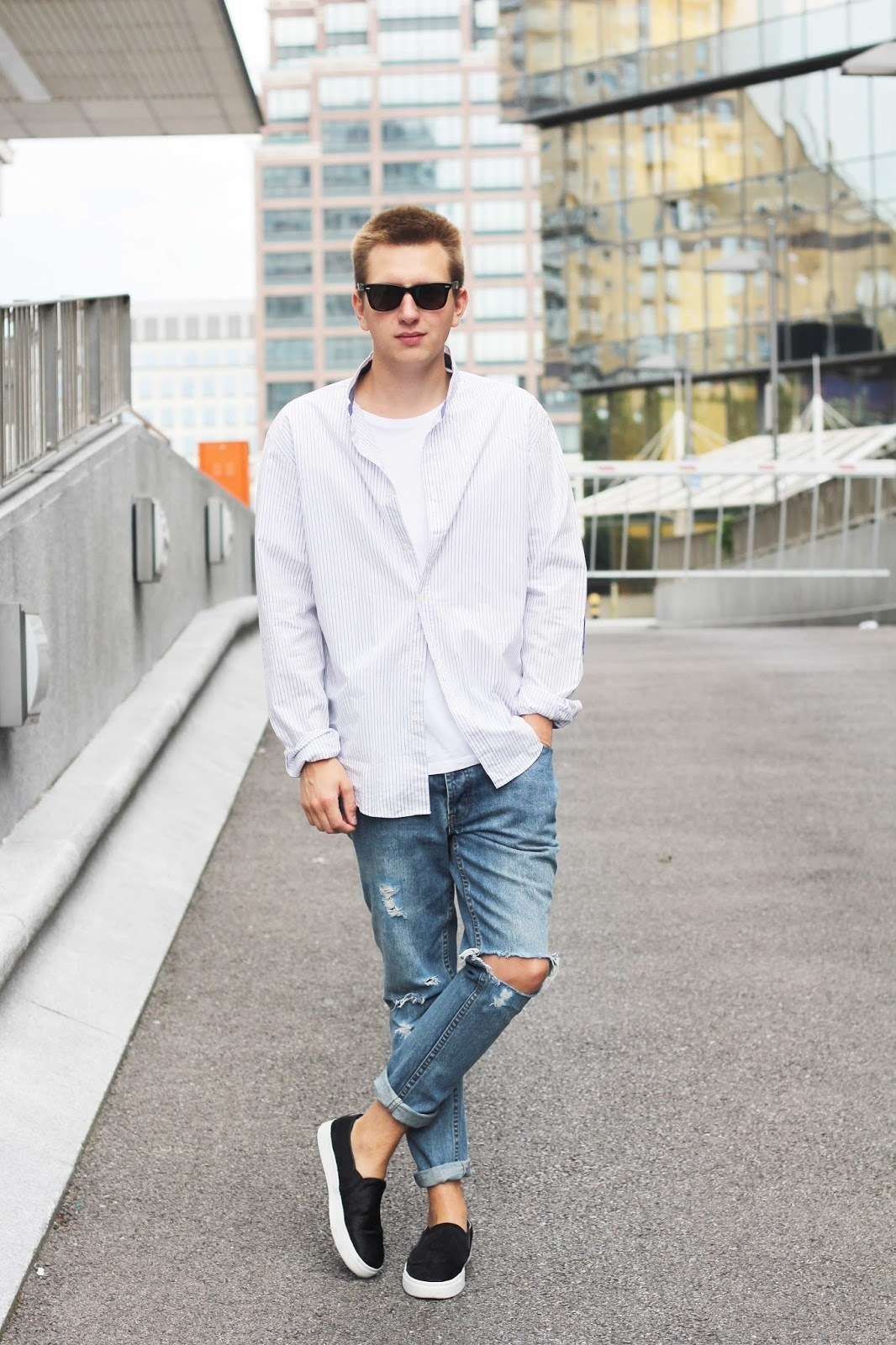 White t shirt and blue jeans - This Combination Of A White And Purple Crew Neck T Shirt And Blue Ripped