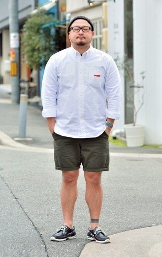 How to Wear Dark Green Shorts In Warm Weather For Men: For an off-duty getup, wear a white long sleeve shirt with dark green shorts — these items play really nice together. Complement this ensemble with black leather boat shoes and off you go looking dashing.