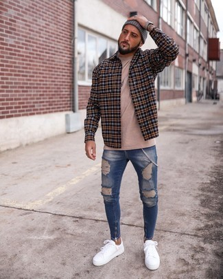 Multi colored Flannel Long Sleeve Shirt Outfits For Men: Why not marry a multi colored flannel long sleeve shirt with blue ripped skinny jeans? Both pieces are very functional and will look nice matched together. Complement this look with a pair of white canvas low top sneakers to completely jazz up the ensemble.