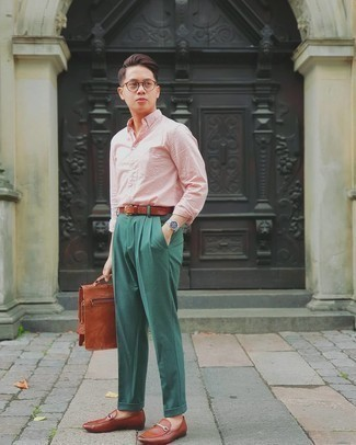 Leather Shoes with Dark Green Pants Outfits For Men: A pink long sleeve shirt and dark green pants are a polished look that every modern guy should have in his arsenal. Finishing off with brown leather loafers is the most effective way to give a sense of elegance to this ensemble.