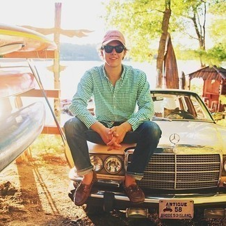 How to Wear a Pink Baseball Cap For Men: Go for a straightforward yet casually cool getup in a white and green gingham long sleeve shirt and a pink baseball cap. And if you need to effortlesslly smarten up this ensemble with shoes, complete your look with brown leather boat shoes.
