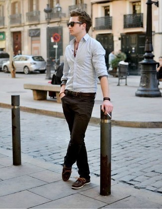 Men's Looks & Outfits: What To Wear In 2020: This laid-back pairing of a light blue long sleeve shirt and dark brown jeans is extremely easy to pull together without a second thought, helping you look stylish and ready for anything without spending a ton of time rummaging through your wardrobe. Complete this outfit with a pair of dark brown leather boat shoes and ta-da: the outfit is complete.