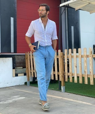 Light Blue Jeans with White Shirt Outfits For Men: To achieve a casual outfit with a modern finish, dress in a white shirt and light blue jeans. And if you want to effortlessly dress up your ensemble with a pair of shoes, add a pair of grey suede boat shoes to this ensemble.