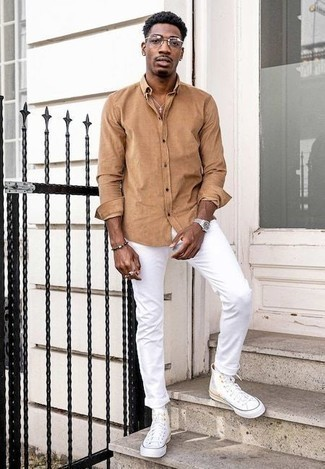 How to Wear a Long Sleeve Shirt For Men: This laid-back combo of a long sleeve shirt and white jeans is very easy to pull together without a second thought, helping you look on-trend and prepared for anything without spending a ton of time combing through your wardrobe. White canvas high top sneakers are an easy way to give a sense of stylish effortlessness to your outfit.