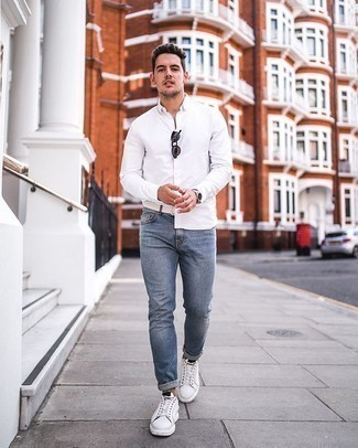 Light Blue Jeans with White Shirt Outfits For Men: Teaming a white shirt with light blue jeans is a wonderful idea for a casually dapper outfit. Got bored with this ensemble? Enter a pair of white and black canvas low top sneakers to mix things up.
