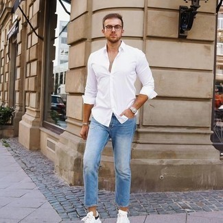 Light Blue Jeans with White Shirt Outfits For Men: Wear a white shirt with light blue jeans for a casually edgy and stylish look. Finishing off with a pair of white and black leather low top sneakers is a guaranteed way to give an extra touch of refinement to your look.