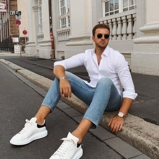 Light Blue Jeans with White Shirt Outfits For Men: Go for a simple but cool and casual choice marrying a white shirt and light blue jeans. If you wish to easily spruce up your outfit with a pair of shoes, why not add white and black leather low top sneakers to this outfit?