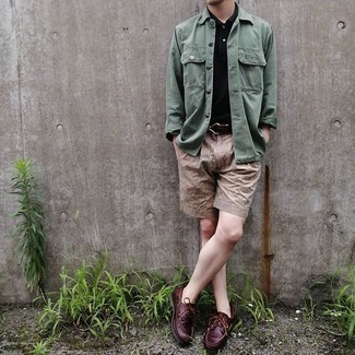 Shorts Outfits For Men: On days when comfort is above all, this pairing of a dark green long sleeve shirt and shorts is a no-brainer. On the shoe front, this outfit is complemented perfectly with burgundy leather boat shoes.