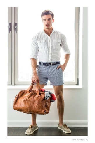 If you like the comfort look, rock a white button-down shirt with shorts. Beige canvas boat shoes are a smart choice to complement the look. You can bet this look will become your go-to when sunny days set in.