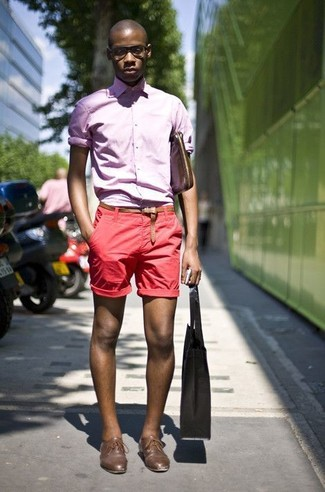 This combination of a Club Monaco men's Slim Fit End On End Shirt and red shorts spells comfort and style. Add brown leather derby shoes to your outfit for an instant style upgrade. You're guaranteed to always look great even despite the sweltering heat if you keep this getup in your front hall closet.