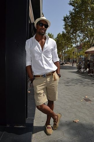 How to Wear a White Straw Hat For Men: This combo of a white long sleeve shirt and a white straw hat is hard proof that a simple off-duty getup can still look really interesting. To add a bit of fanciness to your look, add a pair of tan suede driving shoes to your ensemble.