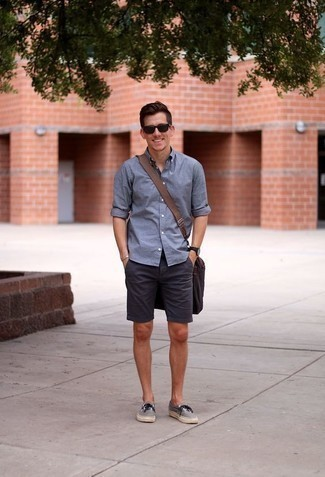 How to Wear Navy Shorts For Men: If you're looking for an off-duty but also on-trend outfit, dress in a blue long sleeve shirt and navy shorts. A pair of grey canvas low top sneakers will pull the whole thing together.