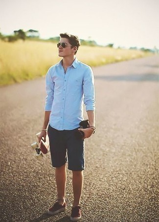 How to Wear Burgundy Canvas Low Top Sneakers For Men: Fashionable and practical, this laid-back combination of a light blue long sleeve shirt and navy shorts will provide you with variety. Burgundy canvas low top sneakers are a good choice to finish this outfit.