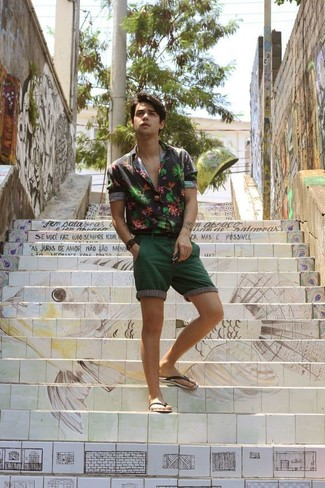 How to Wear Dark Green Shorts In Warm Weather For Men: If you don't like getting too predictable with your combinations, go for a black floral long sleeve shirt and dark green shorts. And if you wish to effortlesslly tone down your outfit with one item, introduce black rubber sandals to the equation.