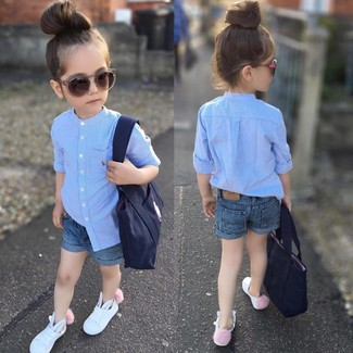 How to wear: light blue long sleeve shirt, blue denim shorts, white sneakers, navy bag