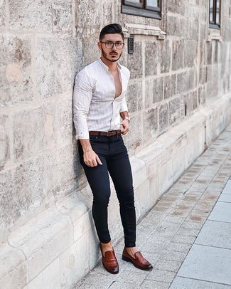 Gold Bracelet Outfits For Men: Want to inject your wardrobe with some bold casual menswear style? Go for a white long sleeve shirt and a gold bracelet. Brown leather loafers will infuse an added touch of class into an otherwise too-common ensemble.