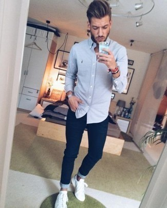 How To Wear a Long Sleeve Shirt With Skinny Jeans For Men: One of the best ways for a man to style out a long sleeve shirt is to combine it with skinny jeans in a laid-back look. A pair of white leather low top sneakers is a good option to round off this ensemble.